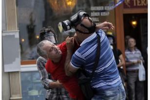 Демонстранты в Стамбуле снова пытаются прорвать блокаду Таксима