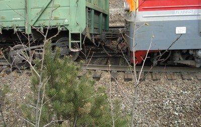 Под Луганском сошли с рельсов двенадцать грузовых вагонов