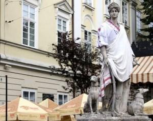 Скульптуры на львовской площади