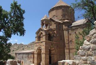 В армянской церкви на острове Ахтамар