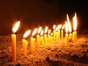 зажег свечу