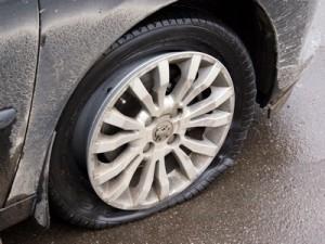 100 машин остались без резины на колесах
