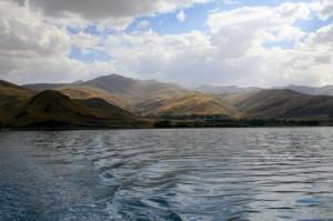 В озере Ван