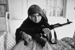 армянская женщина защищает свой дом