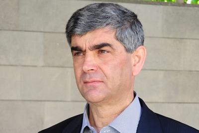 Власти послали к ополченцам в качестве переговорщика Виталия Баласаняна