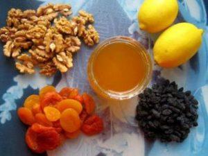 сухофрукты и мёд