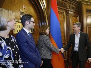 Карен Карапетян и Бетси Нельсон