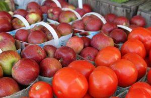 яблоки и помидоры