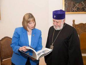 Посол и Католикос