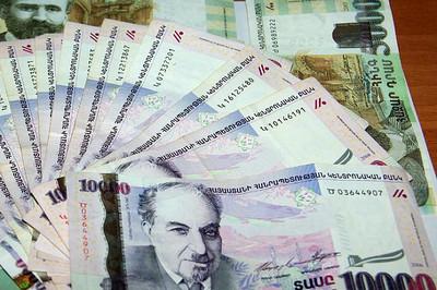 Средняя зарплата в Армении в августе 2019 года увеличилась на 4%