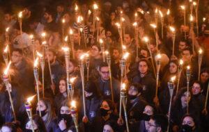 В Ереване прошло шествие оппозиции в Ераблур в память о жертвах войны в Карабахе