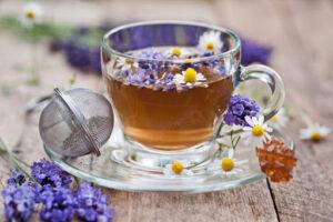 Названы причины пить лавандовый чай вместо черного или зеленого